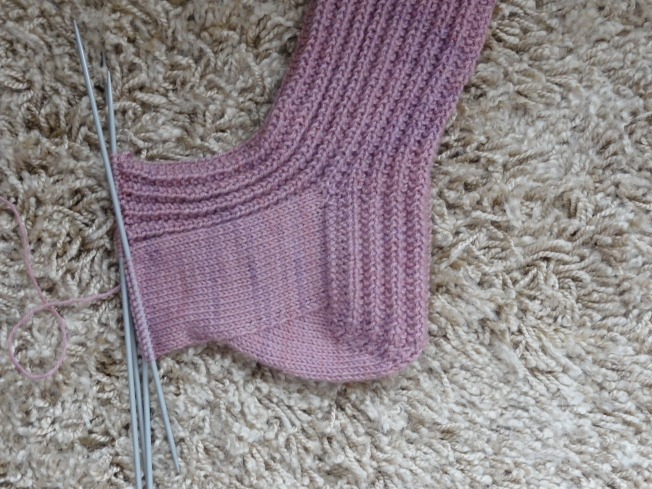 See how the sock curves to cup the heel?