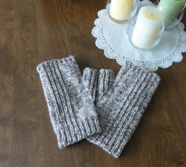 Reversible Rib Mitts (Ravelry pattern) in Lang Jawoll sport weight sock yarn in Spice colorway