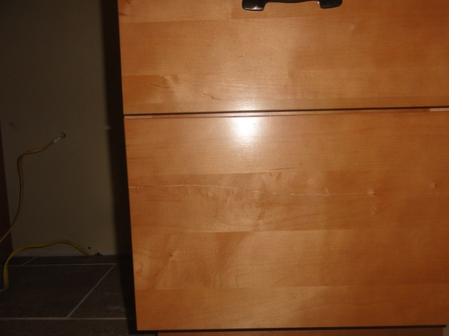 The bottom drawer of this 3-drawer base unit arrived with a big split in it. Otherwise, the cabinets were in fine shape.